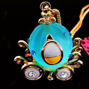 NWT•Betsey Blue frosted resin pumpkin car necklace